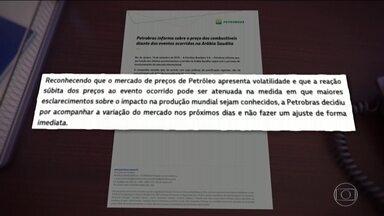 'Petróleo quem resolve é a Petrobras', diz ministro da Economia, Paulo Guedes - Em comunicado, estatal informou que 'decidiu acompanhar a variação do mercado nos próximos dias e não fazer um reajuste de forma imediata'.