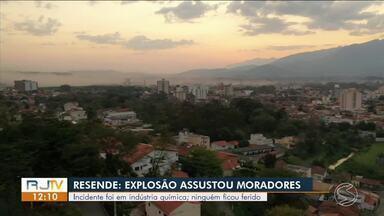 Explosão em reator de indústria química preocupa moradores de Resende - Uma grande nuvem de poeira com um cheio forte cobriu vários bairros da cidade. A empresa Archroma fabrica tintas e corantes.