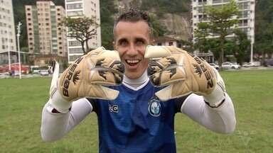 Ex-preparador de goleiros do Jabaquara, Tigrão ajuda atletas a manter a forma - Veja como é um treino comandado pelo goleiro Ricardo Costa, conhecido como Tigrão.