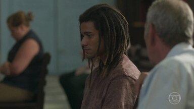 Waguinho recebe apoio de Padre Paulo - Jandira diz que ama seu filho mas está brava com ele
