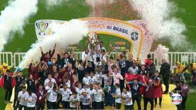 Athletico-PR ergue a taça de campeão da Copa do Brasil - Athletico-PR ergue a taça de campeão da Copa do Brasil