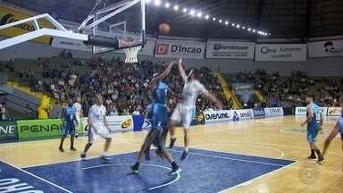 Campeão do Interligas, Bauru enfrenta o São Paulo pelas quartas do Paulista de basquete - Campeão do Torneio Interligas, o Bauru Basket volta as suas atenções para o Campeonato Paulista e enfrenta o São Paulo no primeiro jogo das quartas de final, nesta quinta-feira, às 20h, no ginásio Antônio Nunes Galvão, no Morumbi, em São Paulo.