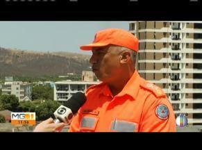 Incêndio atinge rodovia próximo a São Geraldo de Tumiritinga - As chamas foram controladas na noite desta última quarta (18). Ao vivo, Major do Corpo de Bombeiros explica a força tarefa em fazer o combate no distrito.