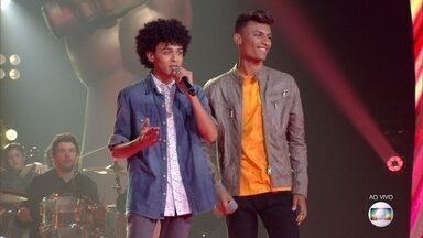 """Ramon e Rafael cantam """"Mulher Maravilha"""" - IZA analisa a apresentação da dupla"""