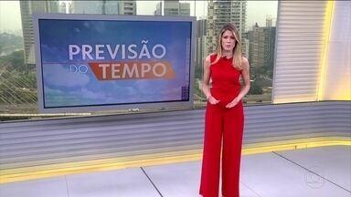 Fumaça gerada pelas queimadas no Centro-Oeste e Norte do país chegam no Sudeste - A fumaça é transportada pela umidade que vem do Norte. Ela se mistura com as nuvens na região. A previsão de chuva forte é para São Paulo, Rio e Minas. Pode chover forte também em parte do Sul.