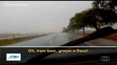 Moradores de Jataí e Rio Verde festejam chuva, apesar de rápida - Além destas duas cidades, teve gente que filmou também chovendo em Gouvelândia.