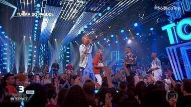 Turma do Pagode canta 'A Pessoa Certa' - Eles estão bombando na categoria Artista Internet