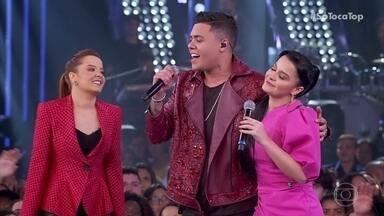 Maiara e Maraísa conversam com Felipe Araújo - Ele relembra sucessos com a plateia e recebe elogios das irmãs