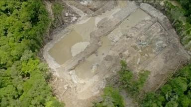 No Pará, expansão de garimpos ilegais ameaça terras indígenas - Imagens gravadas por uma equipe do Greenpeace, mostram crateras no meio da floresta, na Terra Indígena Munduruku.