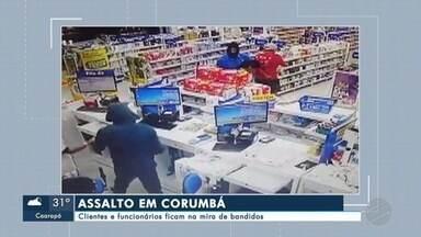 Clientes e funcionários ficam na mira de bandidos em Corumbá - A farmácia fica na rua Frei Mariano com Dom Aquino, região central de Corumbá. Câmeras de segurança gravaram a ação dos assaltantes.
