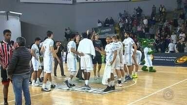 Na prorrogação, Bauru perde para o São Paulo no Paulista de basquete - Georginho assume responsabilidade e conduz Tricolor à virada histórica no ginásio Panela de Pressão, em Bauru; time bauruense passa a planejar disputa do NBB.