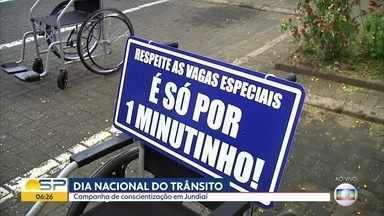Prefeitura de Jundiaí chama a atenção de motoristas no Dia Nacional do Trânsito - Cadeiras de rodas foram colocadas nas vagas de estacionamento.