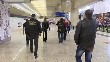 Oito pessoas foram presas em uma operação contra o tráfico internacional de drogas - Os mandados de prisão e busca e apreensão foram cumpridos em Minas Gerais e em São Paulo. Segundo as investigações os traficantes aliciavam funcionários do aeroporto internacional de Confins para evitar a fiscalização das malas que iam para Portugal.