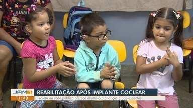 Em Manaus, projeto ajuda na reabilitação de crianças após implante coclear - Projeto na rede pública oferece estímulo a crianças e adolescentes.