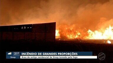 Área de antigo residencial é atingida por fogo - Área de antigo residencial é atingida por fogo