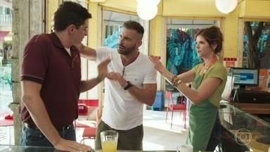 Madureira ajuda Marco Rodrigo a se recuperar - Carla fica balançada, mas concorda com o casamento