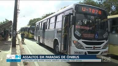 População denuncia assaltos em paradas de ônibus em São Luís - A polícia está realizando uma operação para prender os assaltantes.