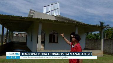 Moradores de Manacapuru passam a quinta consertando estragos de temporal, no AM - Caso ocorreu nesta quarta-feira (26).
