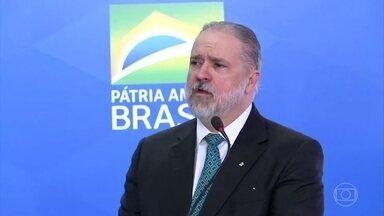 Augusto Aras fala em independência, respeito e diálogo ao tomar posse como novo PGR - Aras é o novo procurador-geral da República. No discurso de posse, ele defendeu garantias das liberdades individuais amparadas pela Constituição.