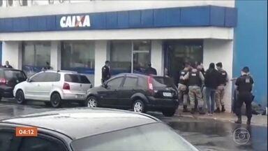 Adolescentes fazem reféns ao tentar assaltar banco em Alfenas, MG - Após quase uma hora e meia de negociação, os três menores se entregaram.