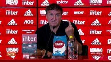 Cuca explica a razão para sua saída do comando técnico do São Paulo - Por ter estacionado na classificação, o São Paulo anunciou mudança no comando técnico e o próprio Cuca explicou a razão para ter pedido para sair.