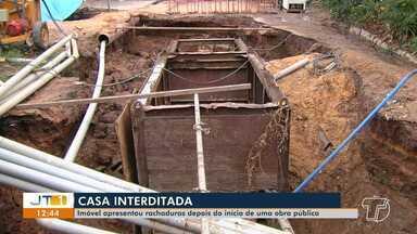 Imóvel apresenta rachaduras depois do início de uma obra pública em Santarém - Moradores de casa no bairro Aldeia tiveram que deixar o imóvel na sexta-feira (27) por recomendação do Corpo de Bombeiros, depois que um buraco se abriu na estrutura.