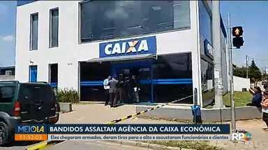 Bandidos assaltam agência da Caixa Econômica - Banco fica no bairro Tatuquara, em Curitiba.