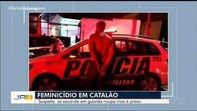 Homem é preso atrás de guara-roupas suspeito de matar a namorada a facadas, em Catalão - Segundo delegada, suspeito ficou em silêncio durante depoimento e já tem passagem pela polícia por ter agredido uma outra mulher, que seria sua ex-esposa.