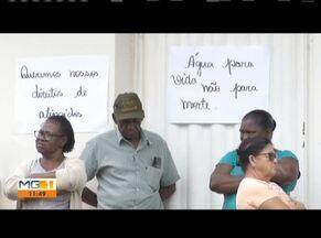 Moradores continuam protesto no distrito de Cachoeira Escura, em Belo Oriente - Moradores ocupam a porta de um dos escritórios da Fundação Renova há quatro dias. O objetivo é reivindicar indenização e qualidade de água.