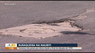 Moradores reclamam dos inúmeros buracos na travessa Mauriti, em Belém - Moradores reclamam dos inúmeros buracos na travessa Mauriti, em Belém