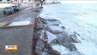 Maré de Sízigia atinge a orla de São Luís - Fenômeno marcou o domingo (29) nas praias da capital.