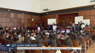 Estudantes de Direito participam de competição de perguntas e respostas em Santos - Palácio da Justiça de Santos recebeu uma competição entre alunos de cursos de Direito da Baixada Santista.