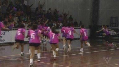 Confira como foram as finais da 15ª Copa TV Tribuna de Handebol Escolar - Os colégios Integração, de São Vicente, e Maria Aparecida de Araújo, de Guarujá, foram os campeões do torneio.