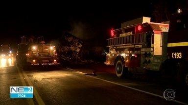 Acidentes graves deixam mortos e feridos em Pernambuco e Minas Gerais - Um ônibus que vinha para o Recife deixou três mortos.