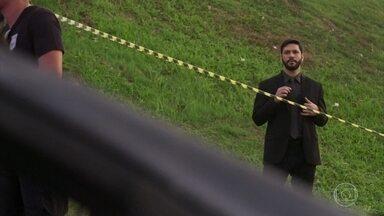 Diogo acompanha o acidente - Diogo finge não saber de nada