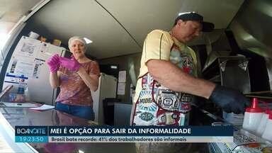 Microempreendedor Individual é saída para trabalhadores que estão na informalidade - O trabalho informal bateu recorde no Brasil. Segundo o IBGE, quatro em cada dez trabalhadores estão na informalidade. Programa MEI pode ser a opção para mudar essa situação.