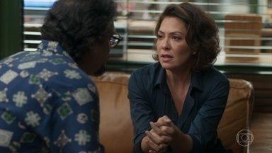 Nana fica preocupada com a saúde de Alberto - Mario oferece todos o seu apoio mas tenta beijá-la