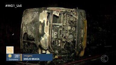 Acidente entre ônibus e carreta na BR-365 em Patos de Minas deixa quatro mortos - Segundo a Polícia Rodoviária Federal (PRF), 27 pessoas ficaram feridas e foram levadas a unidades de saúde da cidade.