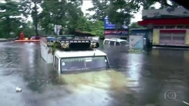 Mais de 100 pessoas morrem em três dias por causa de chuvas fortes na Índia - Segundo o governo, esta temporada de chuvas, conhecidas como monções, é a mais longa dos últimos 25 anos.