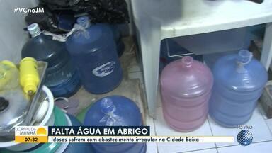 Asilo na Cidade Baixa sofre com falta de abastecimento de água, em Salvador - Problema existe há seis meses e prejudica moradores de uma rua inteira na região dos Mares.
