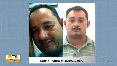 Marido que tramou sequestro da esposa se apresenta à polícia - De acordo com a SSP-AL, depois de se apresentar, Jorge Tadeu ficou preso. Ele se apresentou com um advogado e não respondeu às perguntas da polícia.