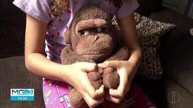 Mãe realiza denúncias de agressão contra a filha em escola de Montes Claros - Segundo a mãe da menina de sete anos, colegas da Escola Estadual Francisco Tófani, estariam praticando bullying e agressões físicas contra a criança.