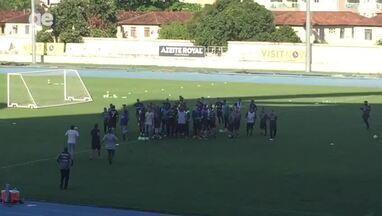 Torcida invade treino do Botafogo - Torcida invade treino do Botafogo