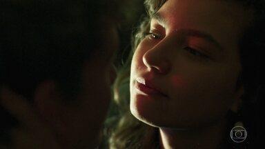 Rita afirma que é completamente apaixonada por Filipe - O casal se beija após o pedido de namoro do rapaz