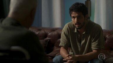 Marcos conta que Paloma não quer voltar a trabalhar com Alberto - Alberto já acreditava na recusa de Paloma