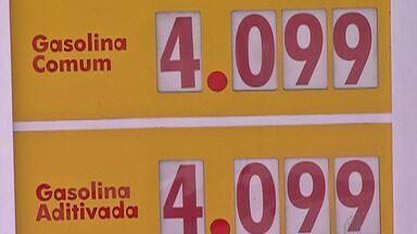 Motoristas do Alto TIetê refazem contas do frete com a alta no preço dos combustíveis - Gasolina e diesel devem continuar em alta no país porque situação na Arábia Saudita continua instável após ataques a instalações de petróleo.