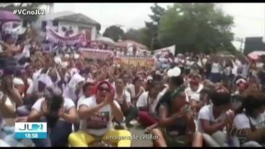 Parentes de presos protestam contra falta de estruturas em presídios no PA - Manifestantes se concentraram em frente ao Palácio do Governo, em Belém.