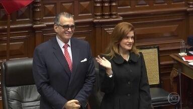 No Peru, presidente interina renuncia e propõe eleições antecipadas - Presidente Martín Vizcarra fechou o Congresso, que reagiu e empossou a vice Mercedes Aráoz. O país ficou com dois presidentes.