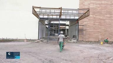 Alto valor de aluguel faz com que comerciantes deixem o Centro de Campos - Consequência é o grande número de lojas fechadas na cidade.