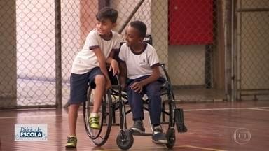 Diário de escola mostra inclusão pelo esporte - Quadras de esporte são espaços importantes na rotina das escolas. Projeto de inclusão de deficientes físicos une alunos na Zona Leste.